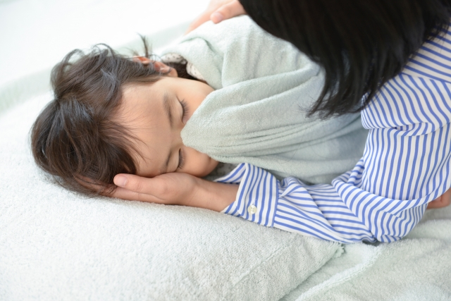 母と子お昼寝